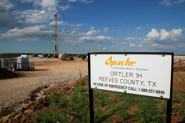 A drilling rig sits north of the Davis Mountains Friday, Sept. 16, 2016 in Balmorhea. Houston-based Apache Corp. discovered the Alpine High play in West Texas' Permian Basin more than three years ago. But the shale play has produced disappointing results for Apache, partly due to depressed natural gas prices. ( Michael Ciaglo / Houston Chronicle )
