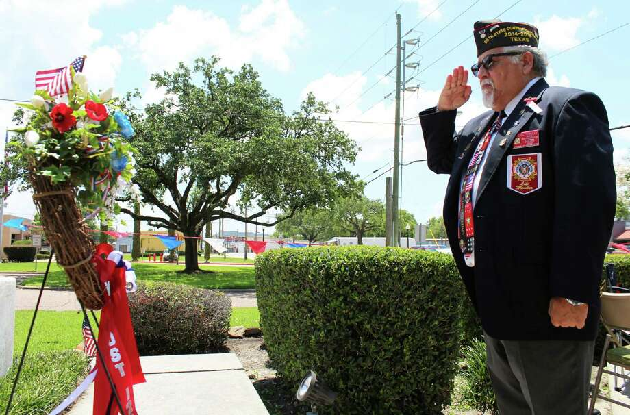 VFW Post 12075 member Earl Conley pays his respects to soldiers who lost their lives in battle. Photo: Kaila Contreras
