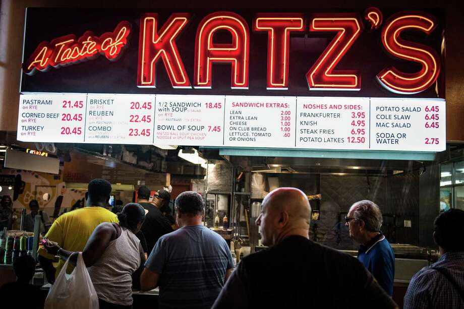 Customers wait in line to order from A Taste of Katz's deli inside DeKalb Market Hall at City Point in the Brooklyn borough of New York on July 18, 2017. Photo: Bloomberg Photo By Mark Kauzlarich. / © 2017 Bloomberg Finance LP