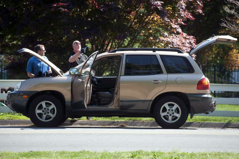 Police finish investigating the scene near Mill Plain Green after they were called after a car was abandoned with a suspicious looking device inside in Fairfield, Conn. May 29, 2018. Photo: Ned Gerard / Hearst Connecticut Media / Connecticut Post