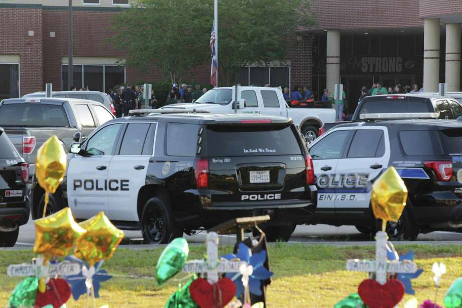Santa Fe High School opens its doors again to welcome their students over a week after 10 people got killed on a shooting. Tuesday, May 29, 2018 in Santa Fe. ( Marie D. De Jesus / Houston Chronicle) Photo: Marie D. De Jesus, SANTA Fe Returns / Marie D. De Jesus