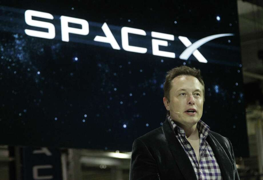 Elon Musk, CEO of SpaceX, introduces new Dragon V2 spacecraft at SpaceX facilities in Hawthorne, Calif., on May 29, 2014. Photo: Lawrence K. Ho, FILE / TNS / Los Angeles Times