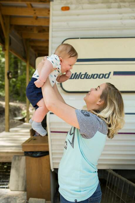 Michaela and her son Liam, 7 months, Arkansas. The data shows that the worst ranking regions of the country are concentrated in poor parts of the rural South and Midwest. Photo: ©Eli Murray Photographywww.eli