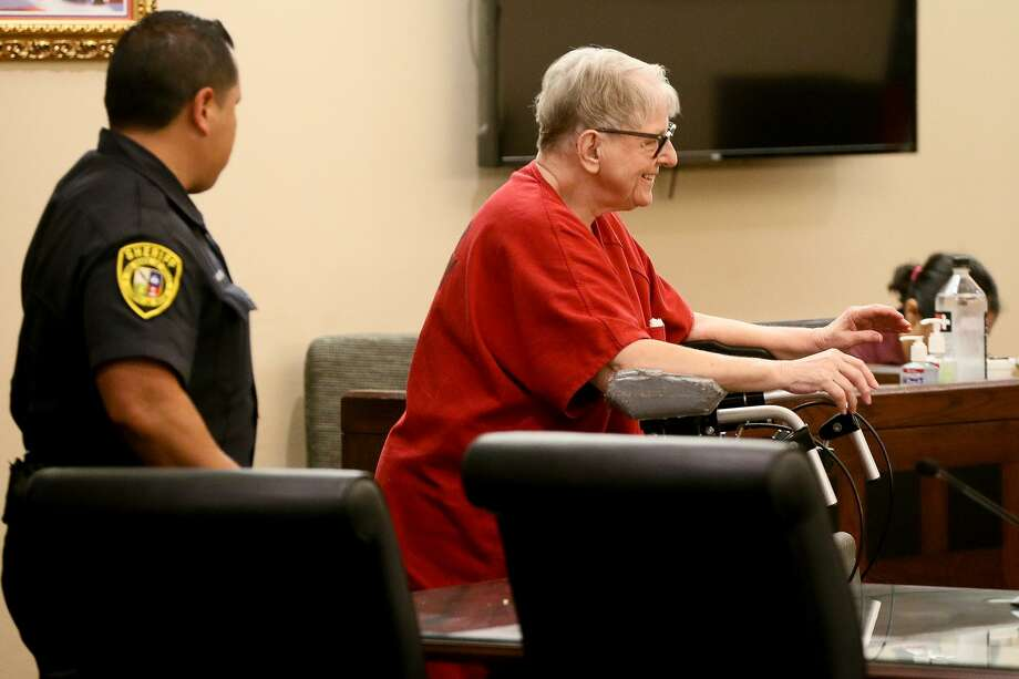 Convicted child killer Genene Jones enters the courtroom for her competency hearing Wednesday in the Criminal Magistrate Court at the Cadena-Reeves Justice Center. Photo: Marvin Pfeiffer /San Antonio Express-News / Express-News 2018