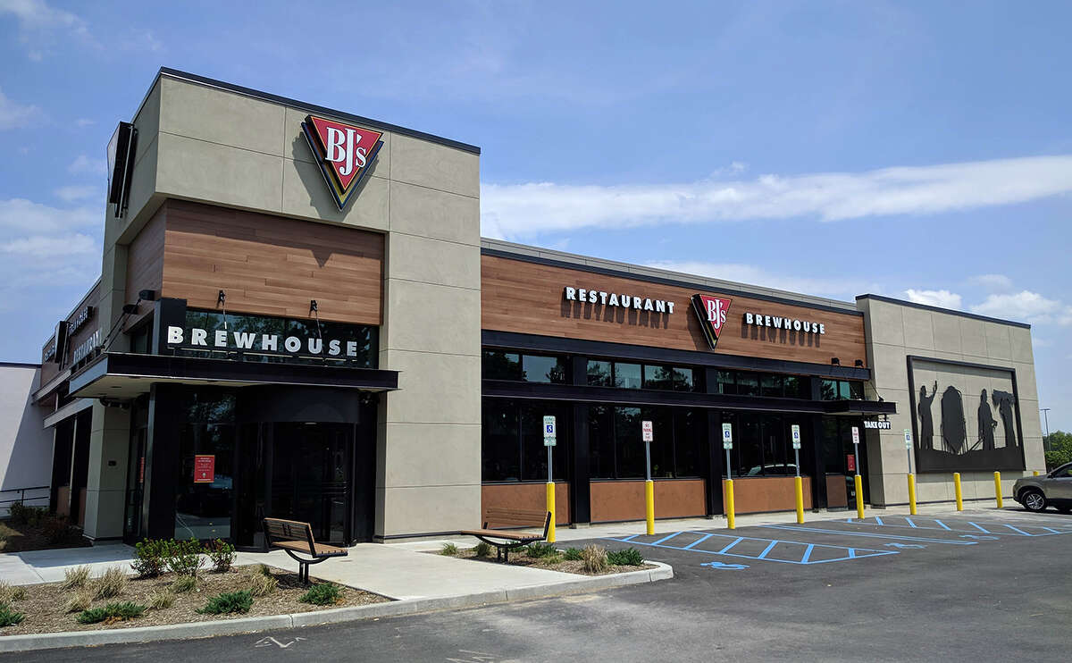 BJ's Restaurant & BrewhouseDeal: $3.14 mini one-topping pizzas