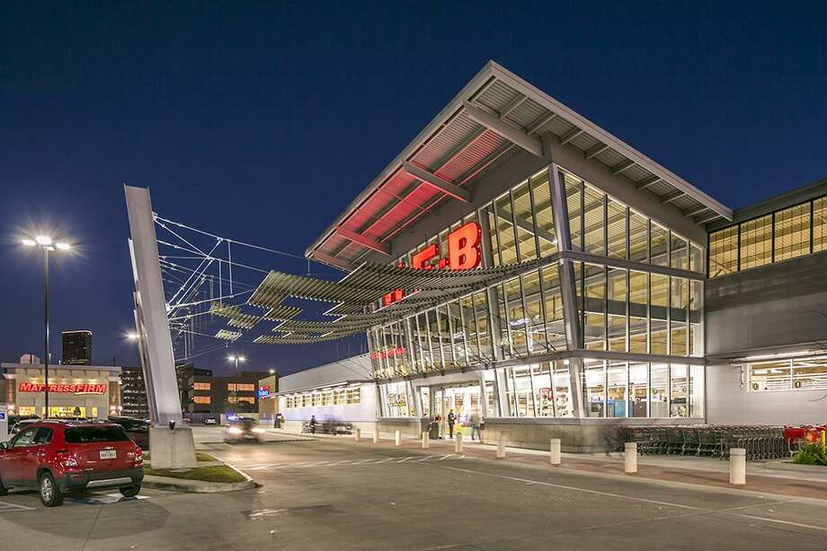 Fidelis Realty Partners developed Tanglewood Court, an H-E-B-anchored shopping center at San Felipe and Fountain View, in 2014. American Realty Advisors purchased the fully-leased, 125,500-square-foot shopping center at 5895 San Felipe from a partnership between Fidelis Realty Partners and BayNorth Capital. Photo: HFF, Photographer / Mabry Campbell / Copyright 2018 Mabry Campbell