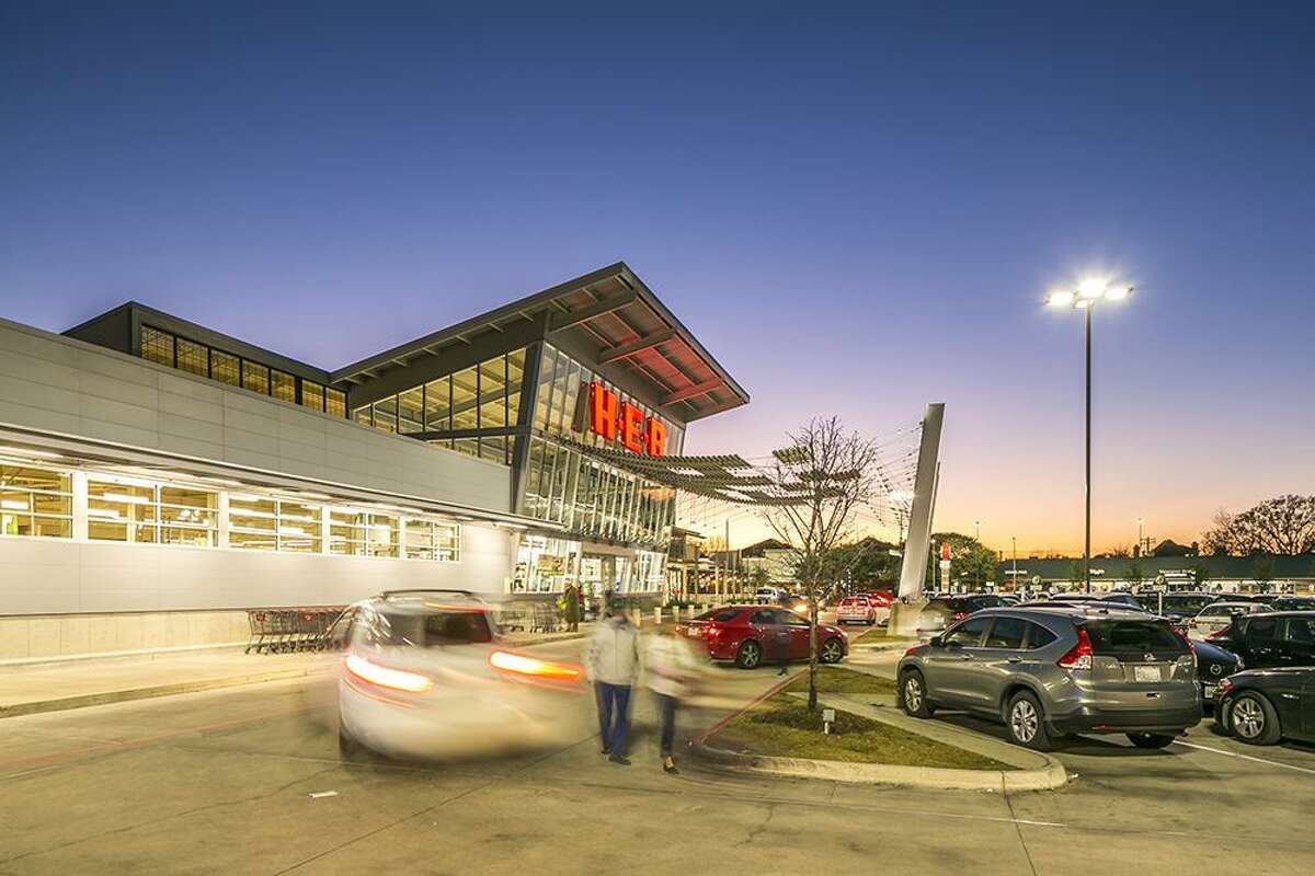 Tanglewood Court, a 125,500-square-foot, fully leased, H-E-B-anchored shopping centerat San Felipe and Fountain View, has changed hands.American Realty Advisors purchased the center from apartnership between Fidelis Realty Partners and BayNorth Capital.