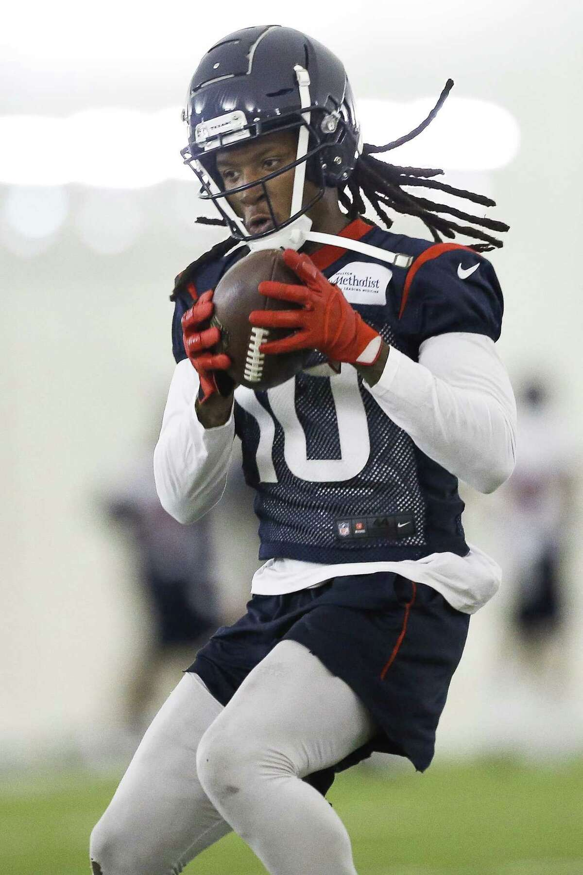 Houston Texans wide receiver DeAndre Hopkins (10) catches a pass while running through drills at the Texans Practice Facility Wednesday, May 30, 2018 in Houston. (Michael Ciaglo / Houston Chronicle)