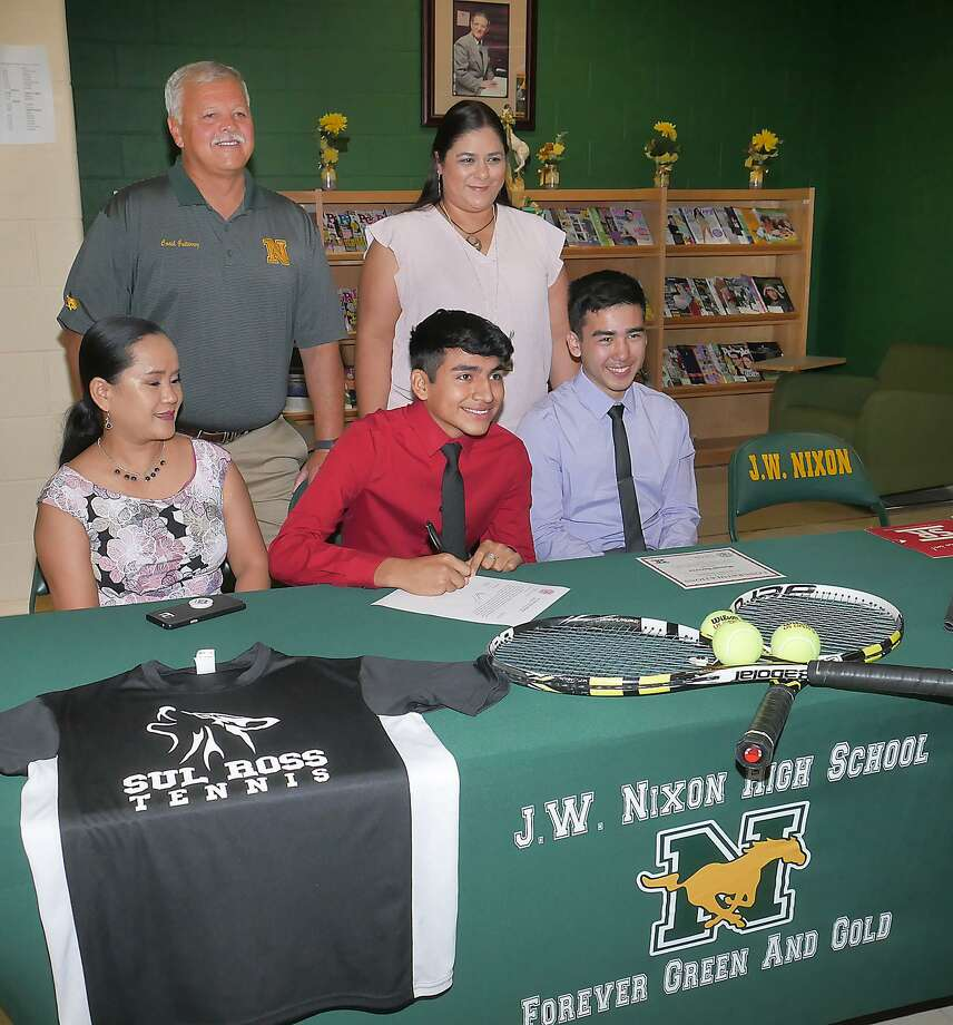 Accompanied by his mother Amor Barrera and his brother Leon, his tennis coach Oscar Gutierrez and Nixon High School principal Cassandra Mendoza, Nixon tennis player Manuel Barrera signed his National Letter of Intent Wednesday at the Nixon library to play at Sul Ross University. Photo: Cuate Santos / Laredo Morning Times / Laredo Morning Times