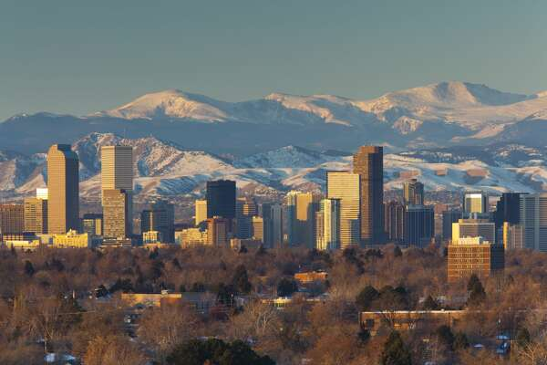USA, Colorado, Denver, city view and Rocky Mountains from the east