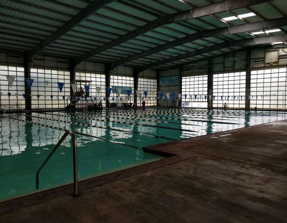 Houston s texas shaped pool is now open to the public for a price houston chronicle for Public indoor swimming pools houston