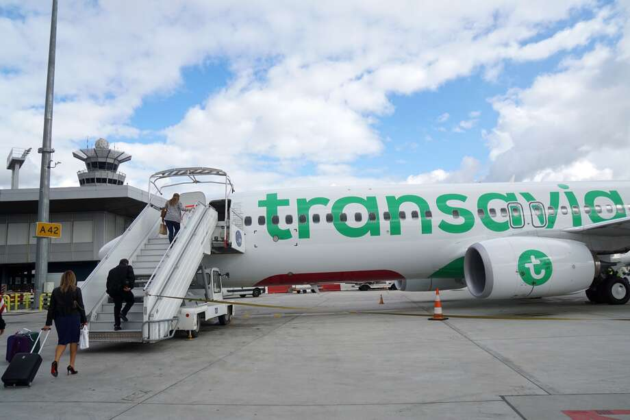 Passengers aboard a Dutch Transavia Boeing 737 like this one were sickened Tuesday by a passenger with extremely foul-smelling body odor, according to  Belgian broadcaster VRT. The plane made an emergency landing in Portugal. Photo: AFP Contributor/AFP/Getty Images / This content is subject to copyright.