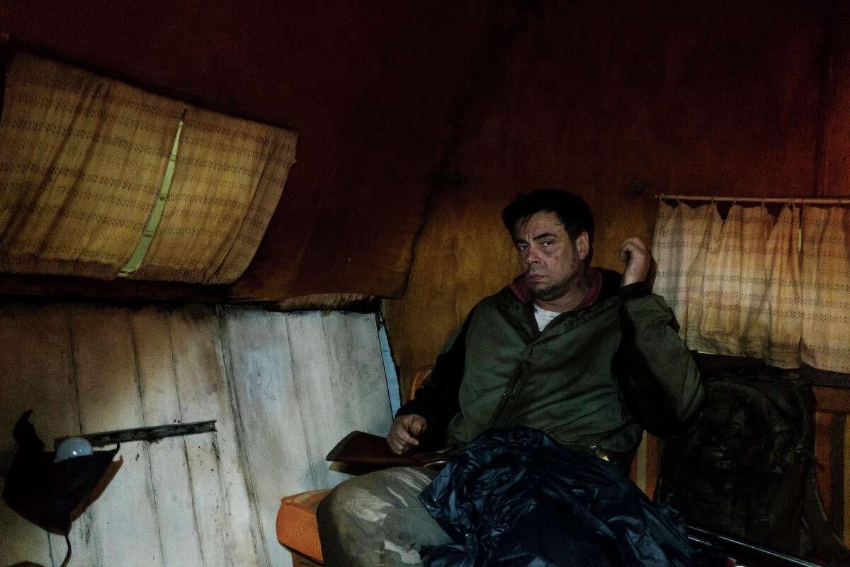 Benicio Del Toro as Richard Matt in the Showtime miniseries