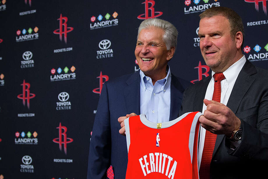 Rockets TV play-by-play voice Bill Worrell (left) will be back for another season working for owner Tilman Fertitta. Photo: Mark Mulligan/Houston Chronicle / 2017 Mark Mulligan / Houston Chronicle