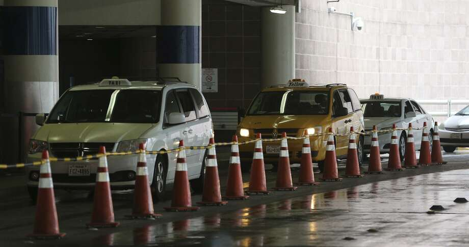On Thursday, San Antonio's City Council voted Thursday to dedicate 75 permits to independent cab drivers. Photo: John Davenport /San Antonio Express-News File Photo / ©John Davenport/San Antonio Express-News