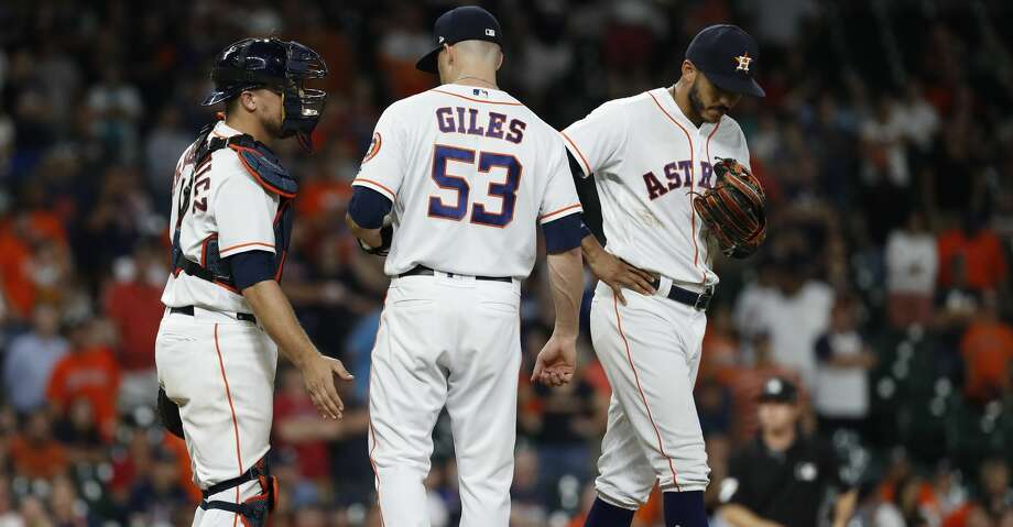 Houston Astros relief pitcher Ken Giles (53) chats with catcher Tim Federowicz (19) and Carlos Correa (1) between pitches during the ninth inning  of an MLB baseball game at Minute Maid Park, Thursday, May 31, 2018, in Houston. ( Karen Warren  / Houston Chronicle ) Photo: Karen Warren/Houston Chronicle
