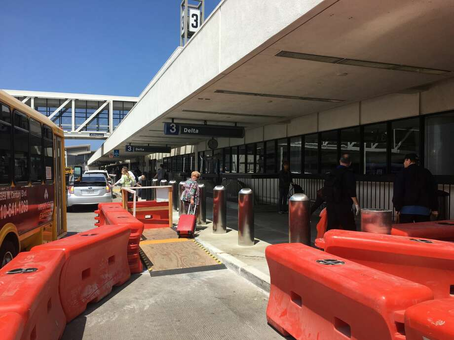 Construction of the new Delta Sky Way at LAX will continue for 5 years, so scenes like this will be common. Photo: Tim Jue