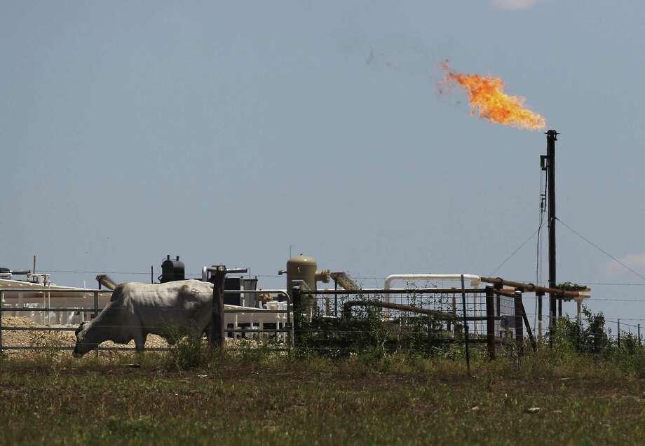 A flare burns on FM 81 near Karnes City, Texas. Photo: Kin Man Hui, Staff / San Antonio Express-News / ©2014 San Antonio Express-News