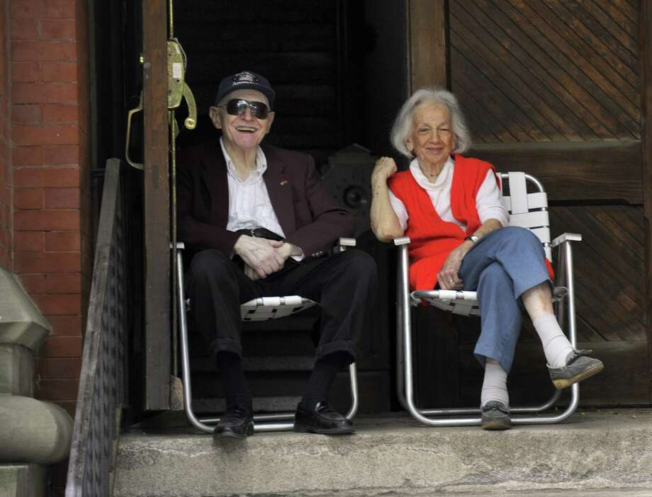Mort and Millie Siegel watch the Memorial Day Parade from the steps of the Danbury Music Center on in 2015. Photo: Carol Kaliff / Hearst Connecticut Media / The News-Times