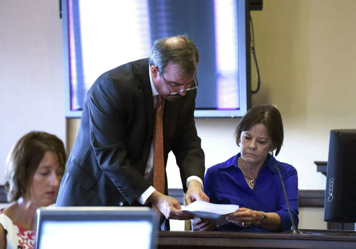 Shelley Potter, right, president of the SAISD teachers' union, is questioned by SAISD attorney Darin Darby during a hearing June 1, 2018, to consider an injunction to block Democracy Prep Public Schools from operating Stewart Elementary School in the coming school year. Democracy Prep is a New York-based charter school network.