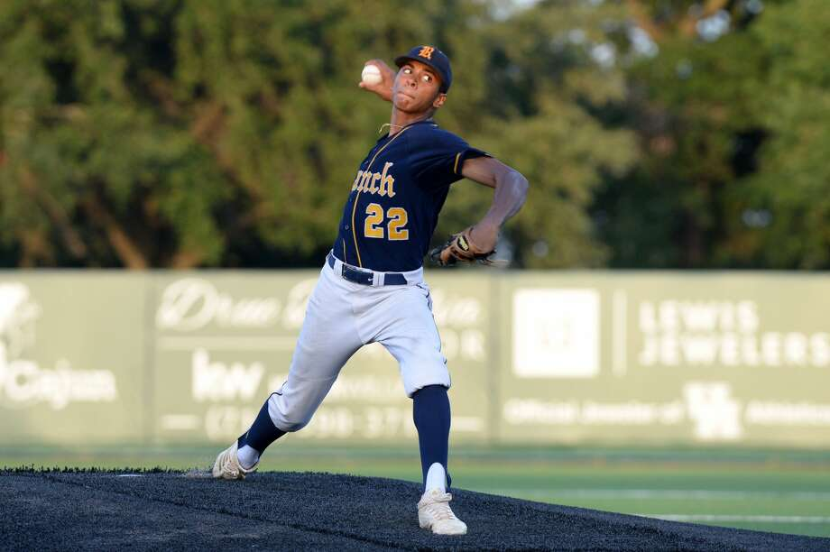 Matt Thompson (22) of Cy-Ranch delivers a pitch in the first inning of game 3 of the 6A-III regional final playoff series between the Cy-Fair Bobcats and the Cy-Ranch Mustangs on Saturday June 2, 2018 at the University of Houston Schroeder Park, Houston, TX. Photo: Craig Moseley/Houston Chronicle