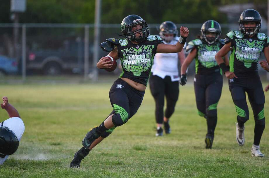 The Laredo Phantasy snapped their three-game losing streak with a 66-16 rout of the River City Sirens on Saturday night at Slaughter Park and surpassed their win total from last season. Photo: Danny Zaragoza / Laredo Morning Times