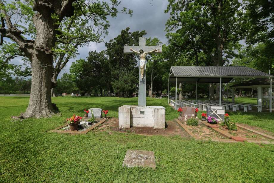 The San Isidro Cemetery that sits inside a Sugar Creek subdivision Tuesday, May 1, 2018, in Sugar Land. The cemetery holds bodies of Hispanic families that worked for the Imperial Sugar Company in the early 1900s. Family members of the workers continue to get buried there. Photo: Steve Gonzales, Houston Chronicle / © 2018 Houston Chronicle