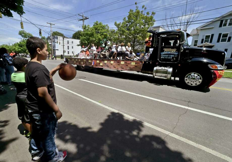New Haven, Connecticut - June 3, 2018:  Jhashoan Melendez (CQ), 9, of New Haven practices dribbling his basketball as he watch the Freddie Fixer parade Sunday afternoon on Dixwell Ave. in New Haven. Photo: Peter Hvizdak / Hearst Connecticut Media / New Haven Register