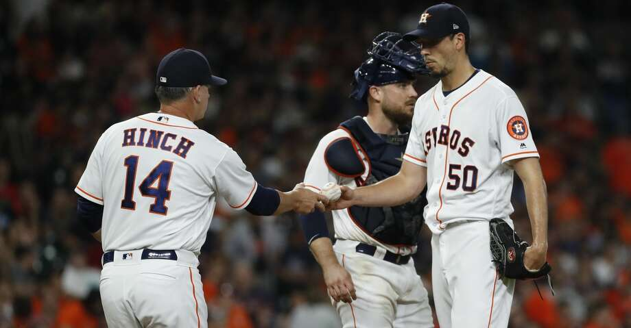 Houston Astros manager AJ Hinch (14) relieves starting pitcher Charlie Morton during the sixth inning of an MLB baseball game at Minute Maid Park, Sunday June 3, 2018, in Houston. ( Karen Warren  / Houston Chronicle ) Photo: Karen Warren/Houston Chronicle