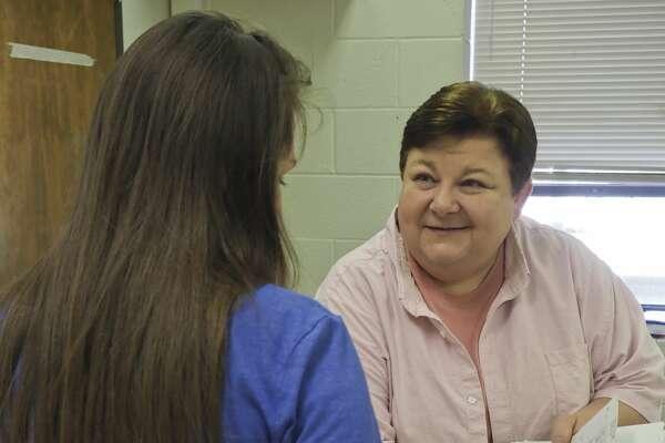 Midland High English teacher Sharon Bailey talks with students 05/29/18. Tim Fischer/Reporter-Telegram