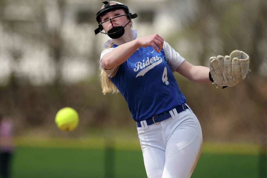 Calista Phippen of Ichabod Crane delivers a pitch during the Ichabod Crane and Cohoes girls softball game on Monday, April 17, 2017, in Cohoes, N.Y.  (Paul Buckowski / Times Union) / Cohoes