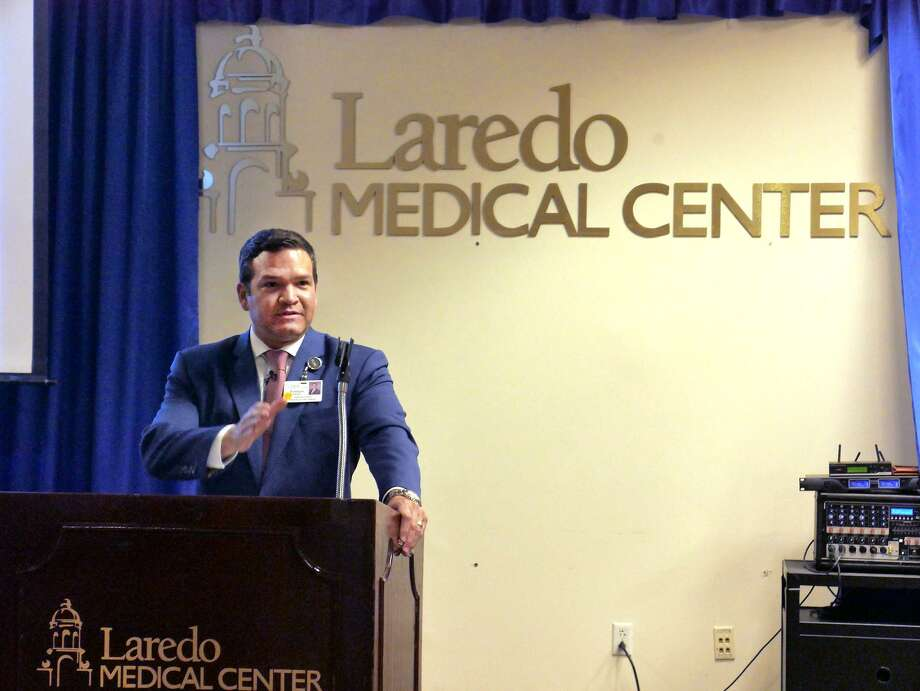 Enrique Gallegos, CEO de Laredo Medical Center, habla durante una conferencia de prensa para anunciar los nuevos programas de residencias del hospital. Photo: Cuate Santos /Laredo Morning Times / Laredo Morning Times