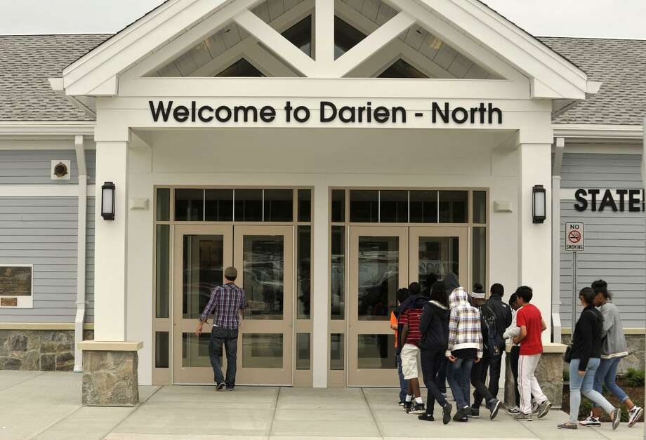 The first Connecticut rest area on Interstate 95 in Darien lacks expansive dining options and does not offer guides who can provide state information to tourists. Photo: Jason Rearick / File Photo / Stamford Advocate