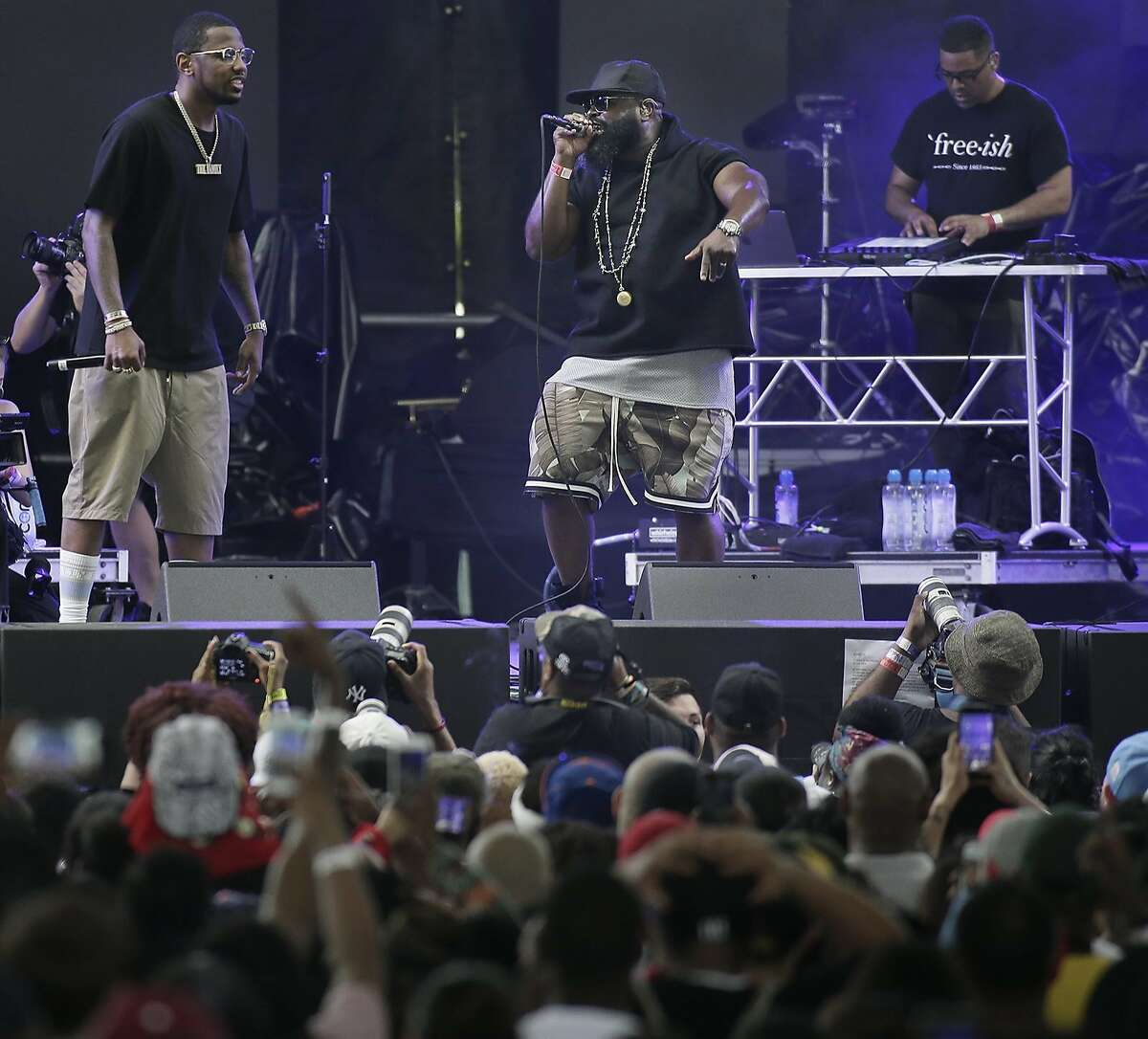 Black Thought, center, performs during the 11th annual Roots Picnic at Festival Pier in Philadelphia on Saturday, June 2, 2018. (Elizabeth Robertson/The Philadelphia Inquirer via AP)
