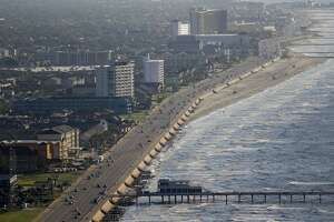 Aerial view of the Galveston seawall Wednesday, September 7, 2016. ( Michael Ciaglo / Houston Chronicle )