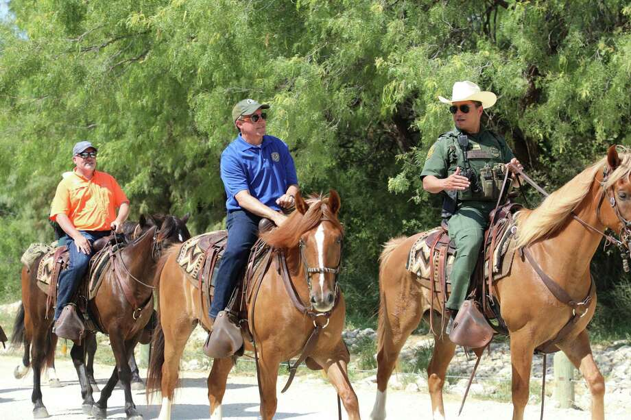 El Fiscal General de Texas visitó la ciudad para conocer sobre el uso de personal, tecnología e infraestructura del sector Laredo de la Patrulla Fronteriza. Photo: Foto De Cortesía /CBP