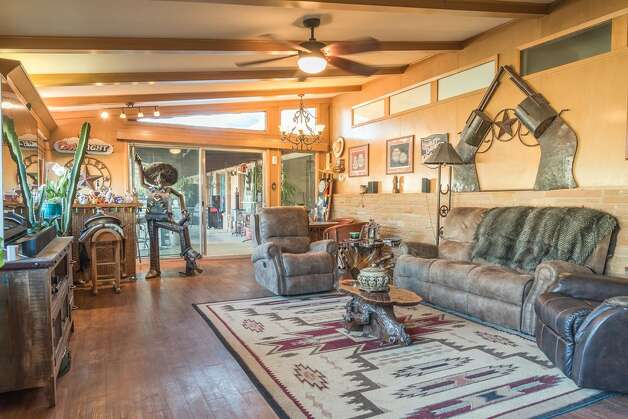 2009 N Community LaneMidland, TX4 beds. 4 bath2572 sq. ft$300,000$117/sq. ft Photo: HAR.com
