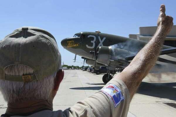 Surviving Doolittle Raider flies on restored D-Day plane