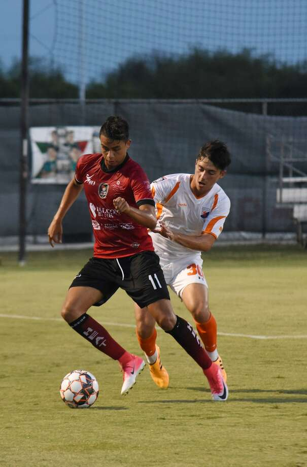Gabriel Rodriguez and the Heat host the Dutch Lions at 8:15 p.m. Saturday in the Lone Star Conference championship game. Photo: Christian Alejandro Ocampo /Laredo Morning Times File / Laredo Morning Times