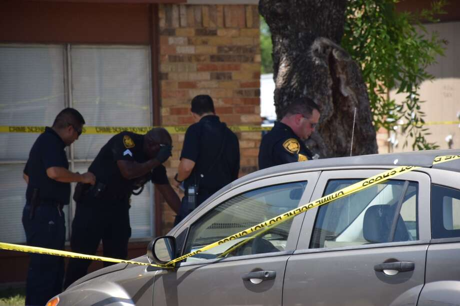 Police responded to a shooting on San Antonio's East Side on Thursday, June 7, 2018. Photo: Caleb Downs / San Antonio Express-News