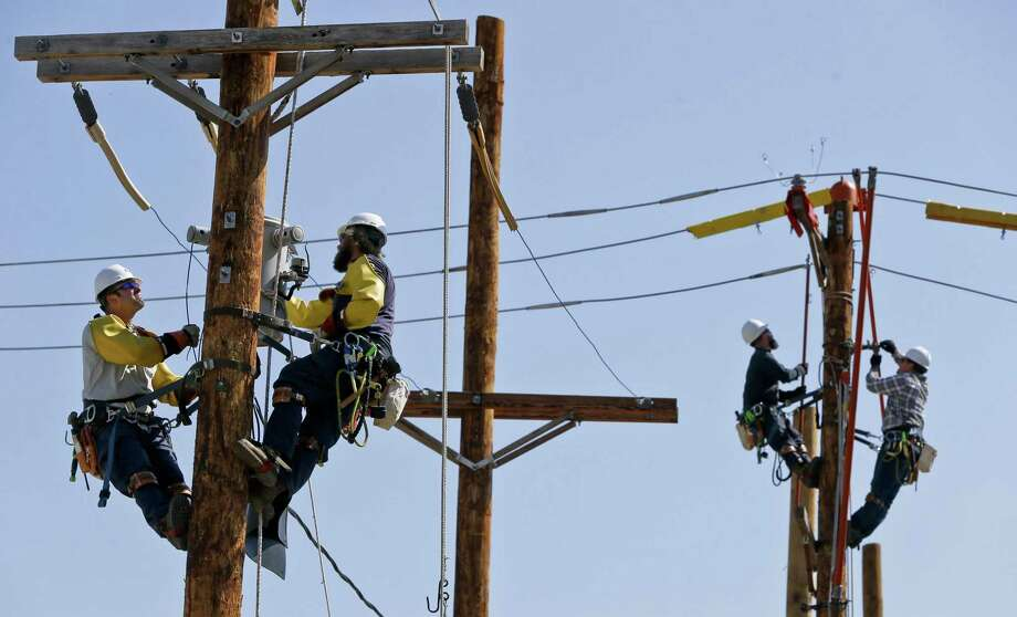 United Illuminating is planning a scheduled outage that will darken a swath of Stratford on Saturday, June 23. File photo. Photo: Keith Srakocic / Associated Press / Copyright 2018 The Associated Press. All rights reserved.