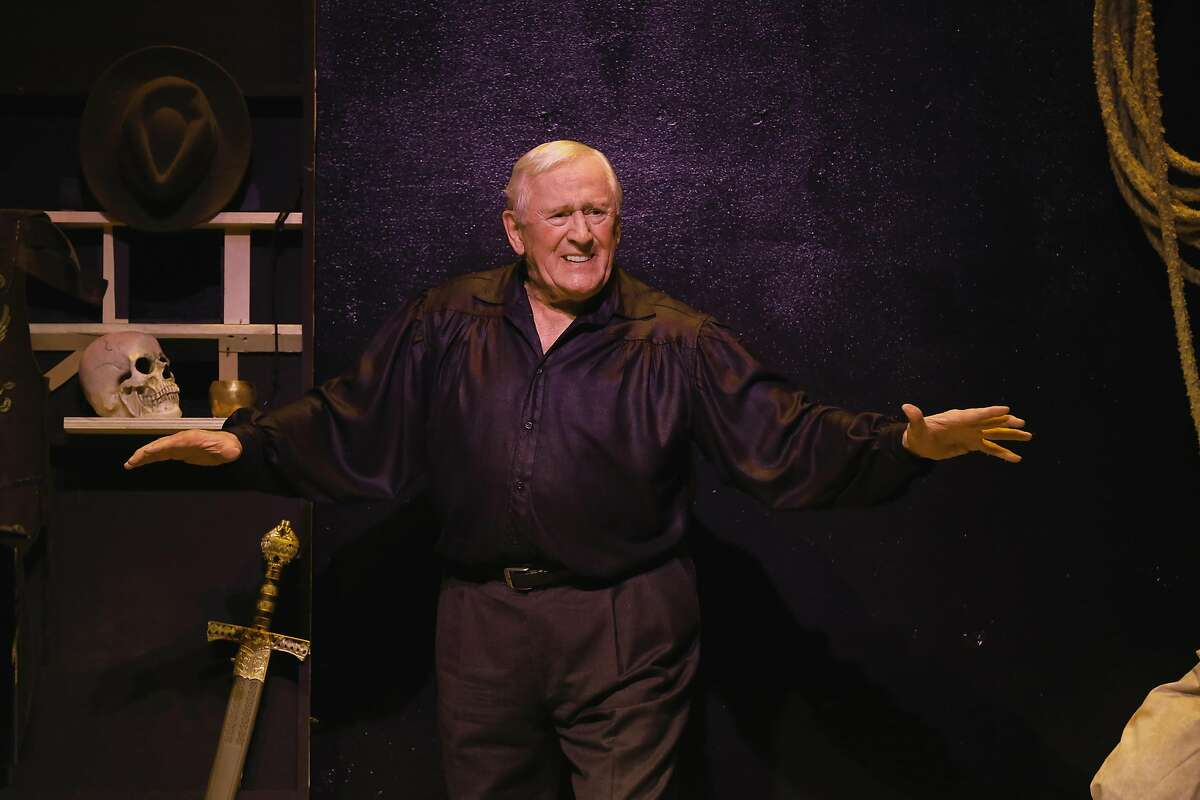 """Tony� Award-winning actor Len Cariou stars in his acclaimed solo show """"Broadway and the Bard: An Evening of Shakespeare & Song,"""" presented at the Lesher Center for the Arts in a limited engagement June 21-24, 2018. Photo credit: Carol Rosegg"""