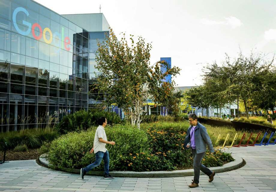 People walk through the Google campus in Mountain View, Calif., on Monday, Nov. 27, 2017. After an employee petition, the company withdrew from a Pentagon contract. Photo: Gabrielle Lurie /The Chronicle / ONLINE_YES