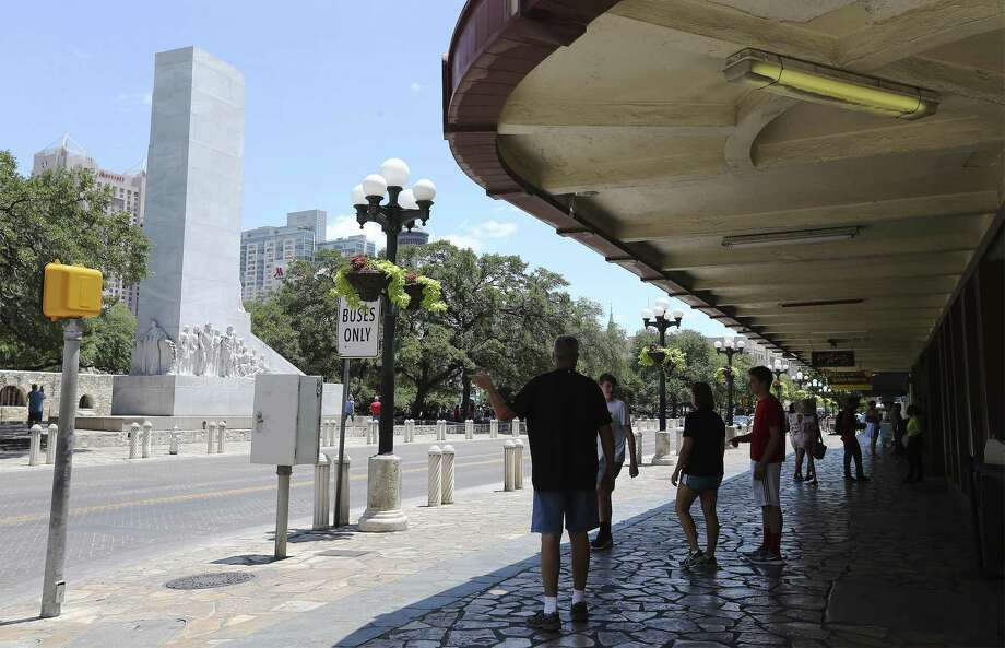 Opposition to the Alamo Plaza interpretive plan has focused on street closures and the proposed relocation of the Cenotaph. Photo: Kin Man Hui /San Antonio Express-News / ©2018 San Antonio Express-News