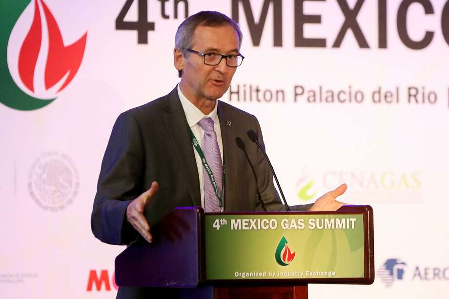 Jarl Peterson, chief commercial officer with the Port of Corpus Christi, discusses Corpus Christi's infrastructure during the Mexico Gas Summit at the Hilton Palacio del Rio on Thursday. Photo: Marvin Pfeiffer /San Antonio Express-News / Express-News 2018