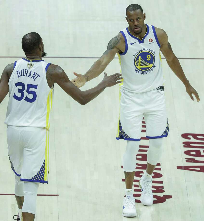 The Warriors' Kevin Durant slaps hands with teammate Andre Iguodala. Photo: Carlos Avila Gonzalez / The Chronicle / online_yes