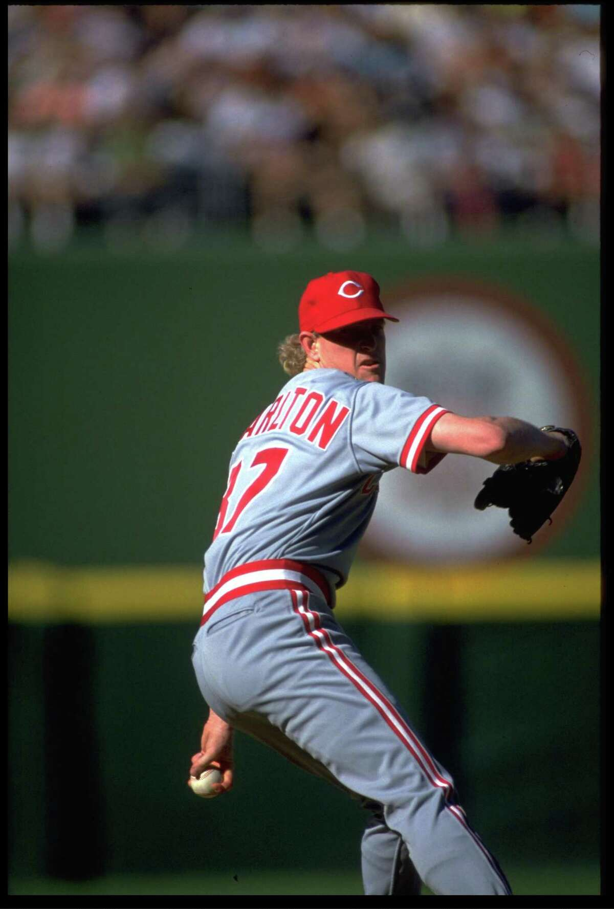 1990: CINCINNATI REDS PITCHER NORM CHARLTON DELIVERS A SPLIT-FINGER FASTBALL DURING THEIR GAME AGAINST THE SAN DIEGO PADRES AT JACK MURPHY STADIUM IN SAN DIEGO, CALIFORNIA. MANDATORY CREDIT: STEPHEN DUNN/ALLSPORT.