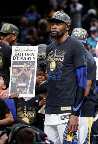 1e6508ce1 The Golden State Warriors' Kevin Durant holds up a Chronicle front page  after their 108