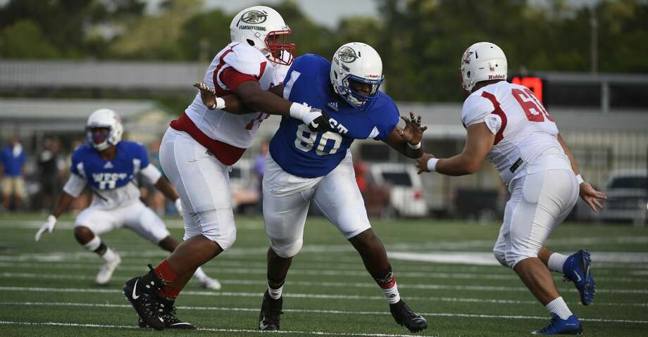 West defensive tackle Jeremiah Green, center, is blocked by East lineman Kevon Kenebrew during the first half of the Bayou Bowl high school football game, Saturday, June 9, 2018, in Baytown. (Eric Christian Smith/For the Chronicle) Photo: Eric Christian Smith/AP