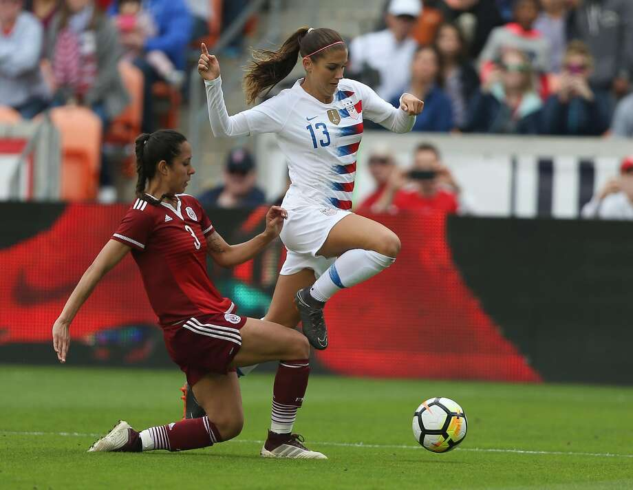 U.S. Women's Soccer forward Alex Morgan (13) dodges a tackle by Mexico National Team defender Bianca Sierra (3) during the first half of the friendly match at BBVA Campus Stadium on Sunday, April 8, 2018, in Houston. ( Yi-Chin Lee / Houston Chronicle ) Photo: Yi-Chin Lee / Houston Chronicle